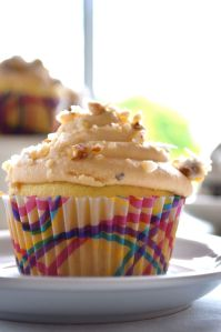 at http://www.glutenfreeskinny.net Delicious and GLUTEN FREE vanilla caramel cupcakes with GLUTINO cake mix and pecan brittle.